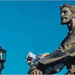 Якутия. Памятник основателю города Якутска Петру Бекетову