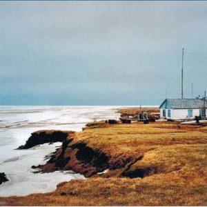 а берегу Северного Ледовитого океана. Метеостанция для обслуживания Севморпути Терпяй-Тумса на берегу Северного Ледовитого океан
